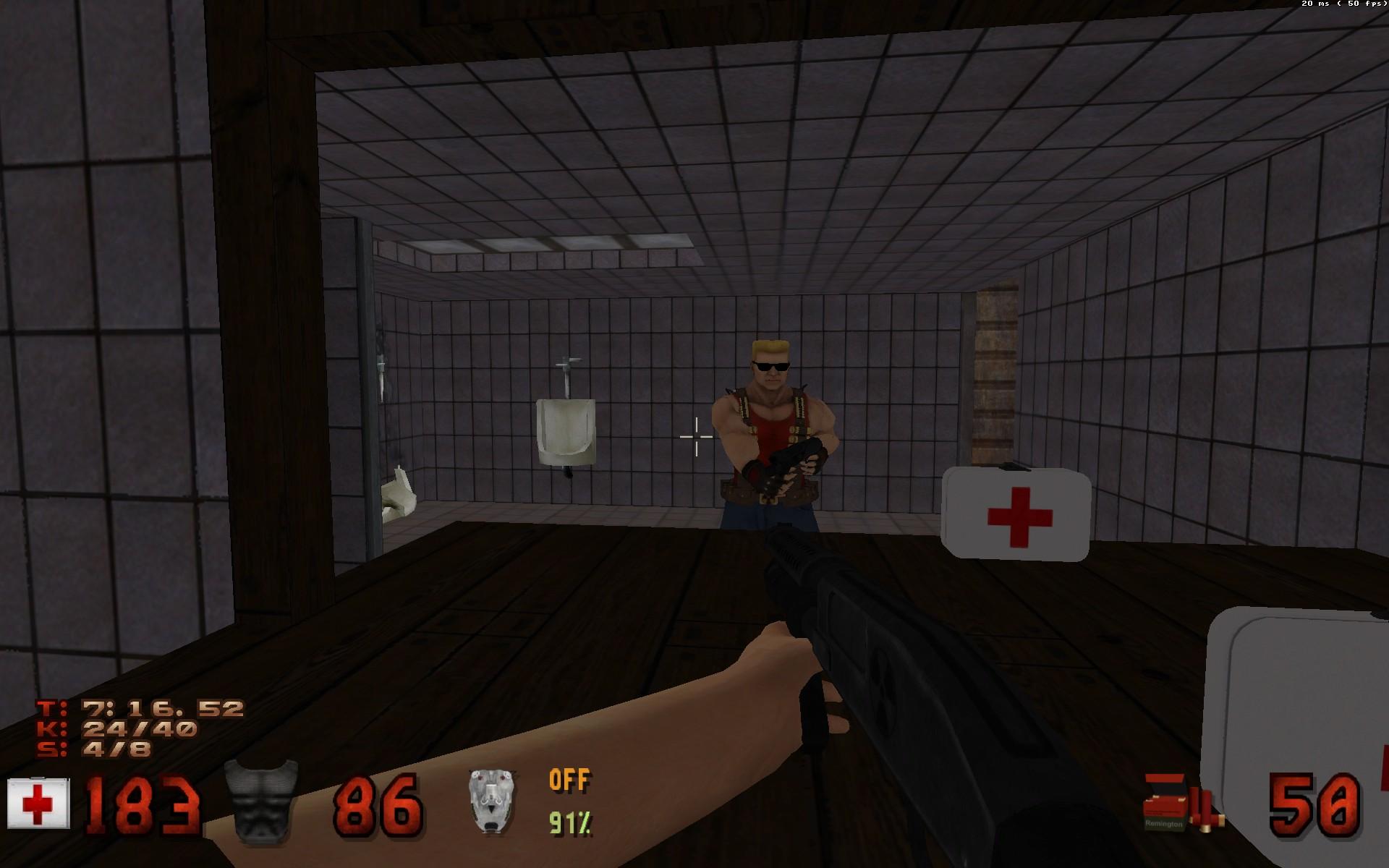 Une capture d'écran du jeu Duke Nukem 3D, montrant Duke se regardant dans un miroir, un fusil à pompe à la main.