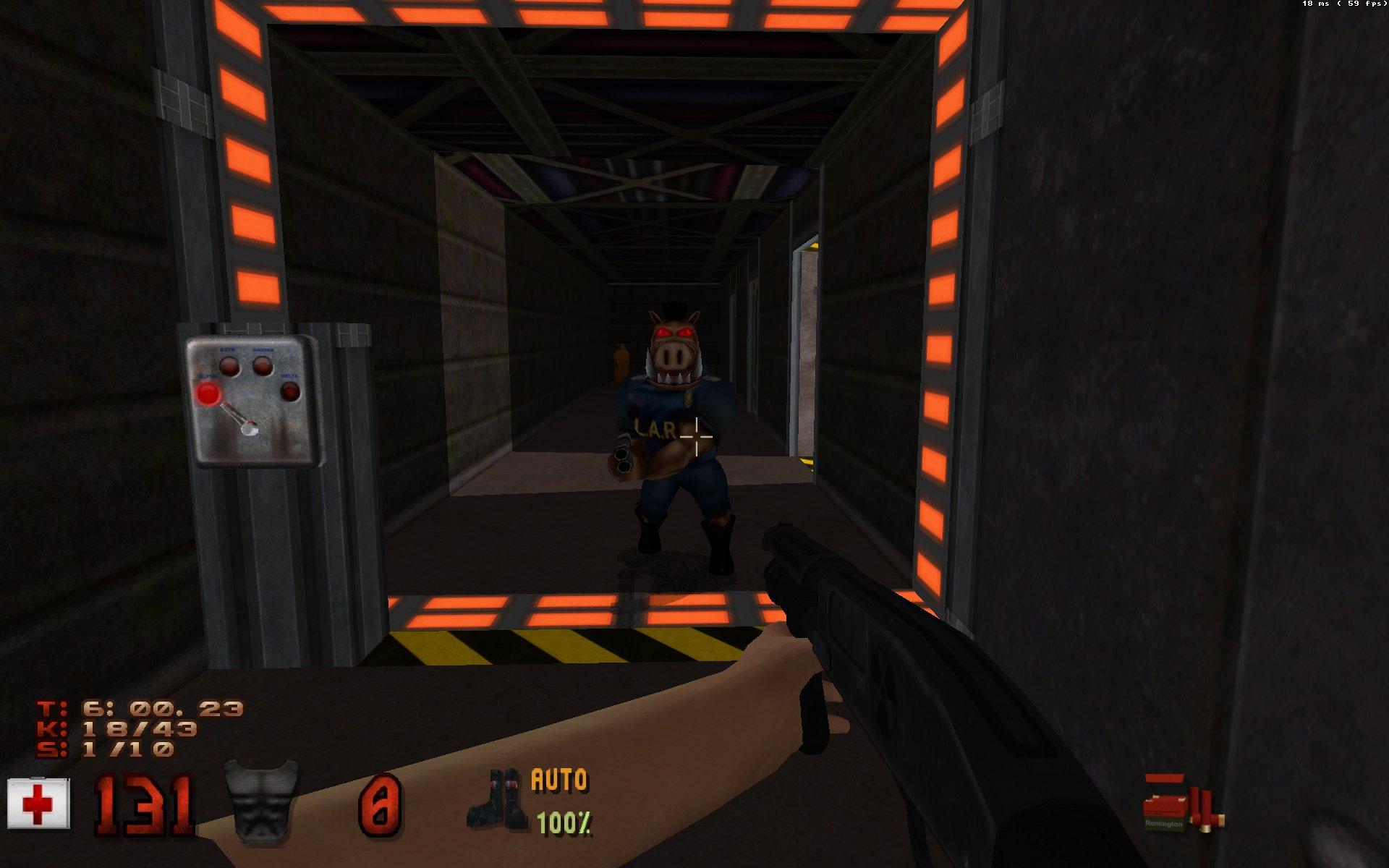 Une capture d'écran du jeu Duke Nukem 3D, montrant l'un des ennemis, un genre de sanglier humanoïde aux yeux rouges, avec un fusil à pompe et une tenue de policier américain.